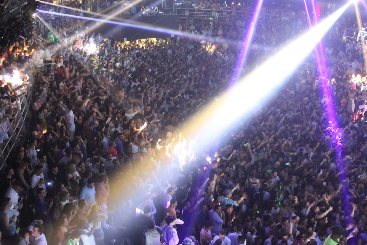 Big crowd of people at a club in cancun